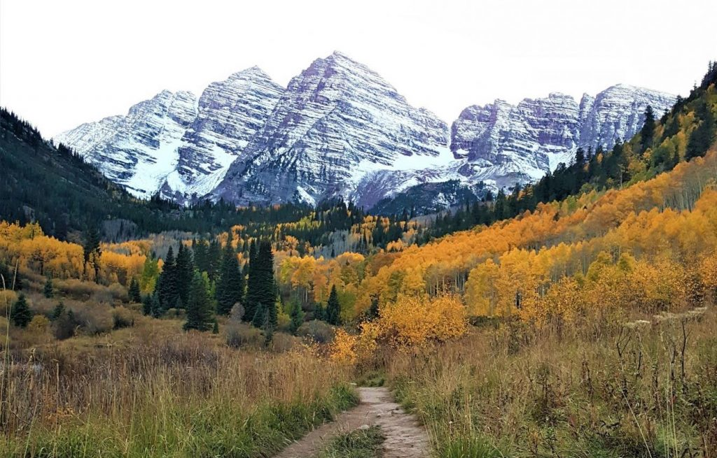 Maroon Bells with Snow - Hike